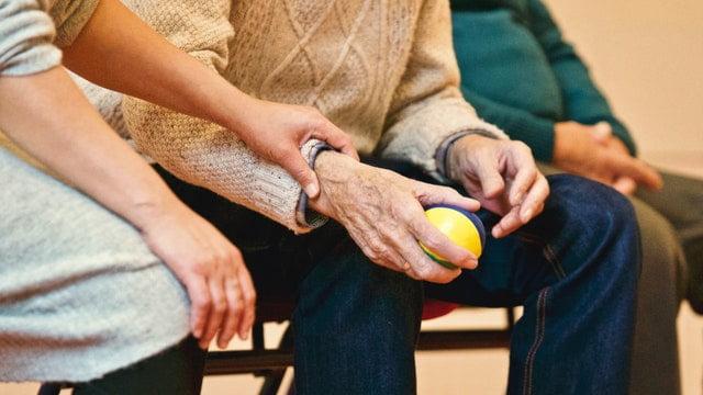 Jak wygląda praca opiekunki osób starszych?